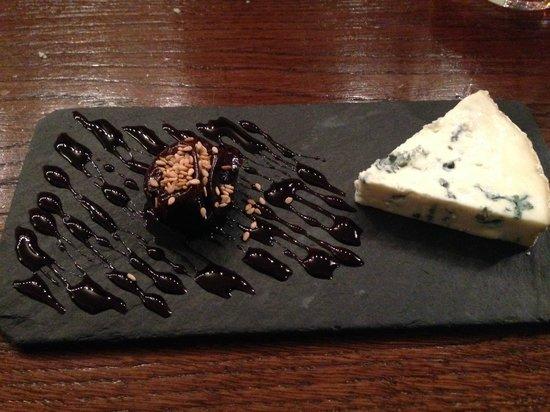 Les Papilles : Blue cheese com doce de ameixa, fantástica combinação de sabores