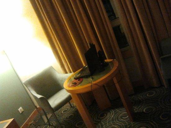 SANA Malhoa Hotel : NO QUARTO-CONFORTO E PRATICIDADE