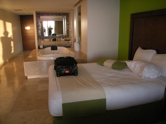 Azul Ixtapa Grand Spa & Convention Center : our room,  sooo perfect !