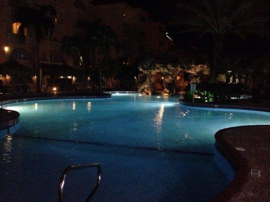 Tropicana Aruba Resort & Casino : Nighttime pool view