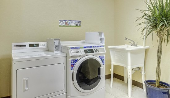 Comfort Inn Alexandria West - Landmark: A coin-operated guest laundry is available