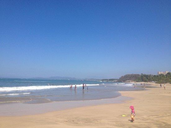 Club Med Ixtapa Pacific : Half Mile beach