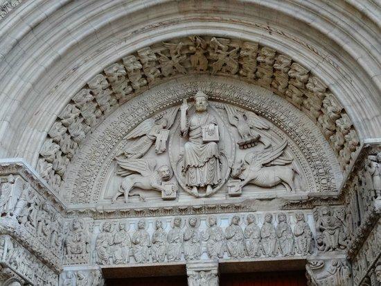 Église Saint-Trophime : St-Trophime: entrance portal