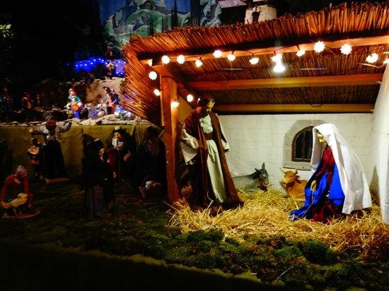 Eglise St-Trophime: Sainton exhibit: Nativity scene