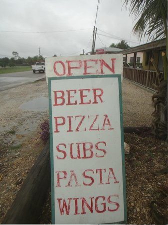 Pasquale's Pizza & Ultimate Wingz: Signage