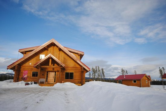 Northern Lights Resort & Spa: Another pic of the main building under sunny sky