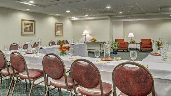 Comfort Inn Alexandria West - Landmark : Book your next small meeting in our meeting room