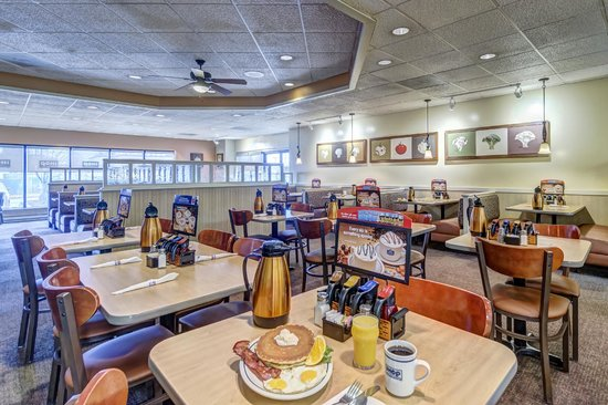 Comfort Inn Alexandria West - Landmark: Enjoy a quick bite at our IHOP restaurant that is open 24-hours a day