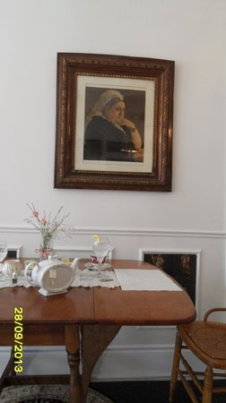 The O'Connor House English Tea Room: she doesn't look amused