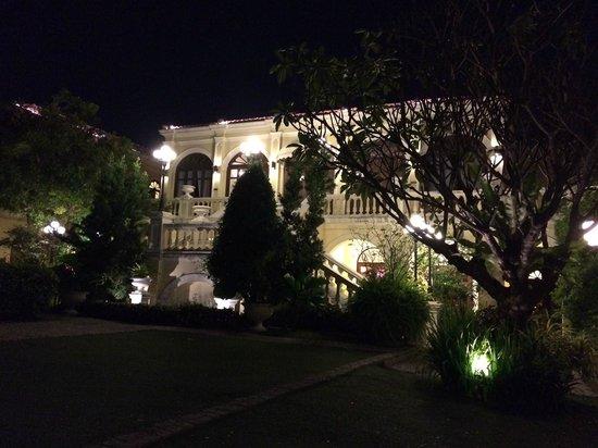 Praya Palazzo: 外観