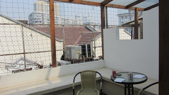 Shanghai Fish Inn Bund: Small patio in the Deluxe Double