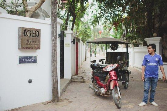 Rambutan Resort - Siem Reap: Tuktuk drivers always outside at the ready
