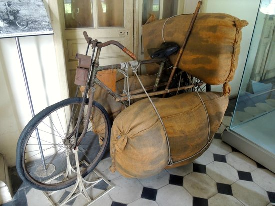 Ho Chi Minh City Museum: let's ride