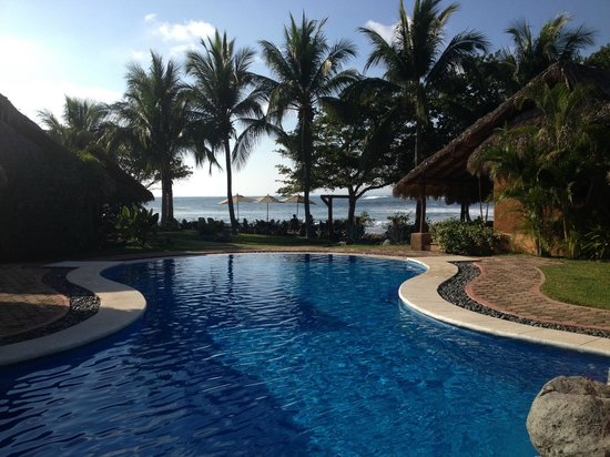 The Inn at Manzanillo Bay: Infinity pool with beach view