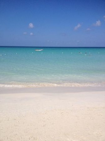 Sandy Haven Resort: perfect beach