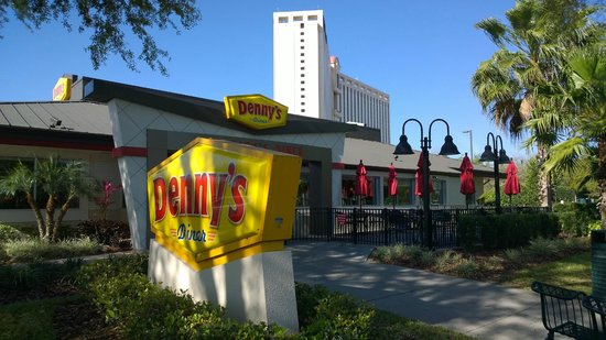Rosen Centre Hotel : The Rosen Centre is very close to Denny's
