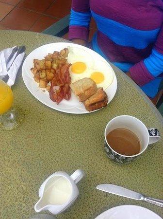 Le Papillion Cafe: Bacon!