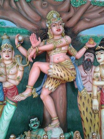 Sri Maha Mariamman Temple: Божество