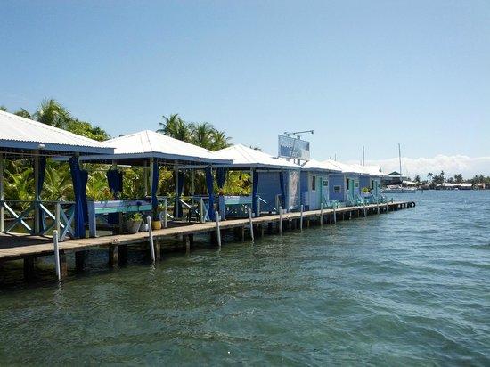 Cosmic Crab Resort : Super cool over water cabanas