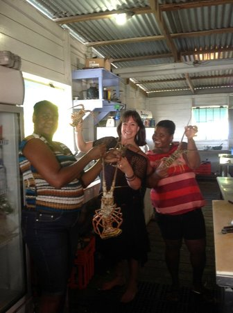Careening Cay Resort: Playing with lobsters with the mamas in the kitchen