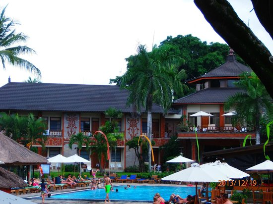 Jayakarta Bali: отель вид с пляжа
