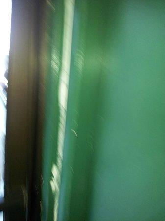 Super 8 Provo Byu Orem: Sloppy paint work on door trim