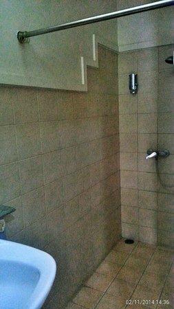 Wahid Hasyim Guest House: bath