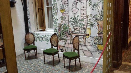 La Fresque: Quarto 109 (Habitación 109/Room 109). Os quartos 109 e 110 possuem vista para o corredor.