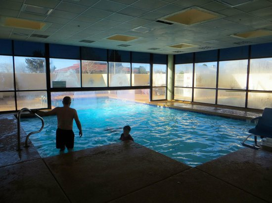 Holiday Inn Express Flagstaff: Outdoor/Indoor Heated Pool