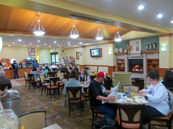 Holiday Inn Express Flagstaff: Breakfast room
