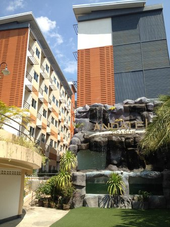 Andatel Grande Patong Phuket Hotel : the two hotel room buildings....
