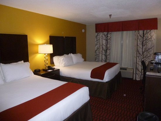 Holiday Inn Express Olive Branch : Beds