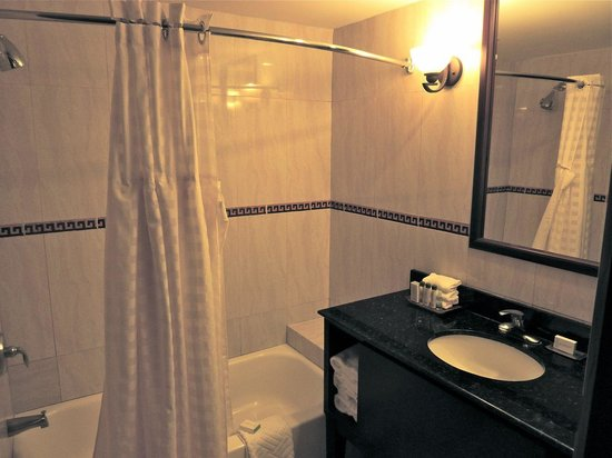 DoubleTree by Hilton Hotel Cariari San Jose : Bathroom of the Junior Suite.