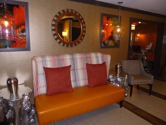 Holiday Inn Express Olive Branch: Lobby
