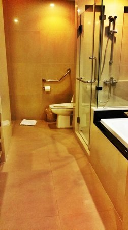 Abloom Exclusive Serviced Apartments: toilet