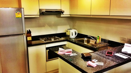 Abloom Exclusive Serviced Apartments: kitchen
