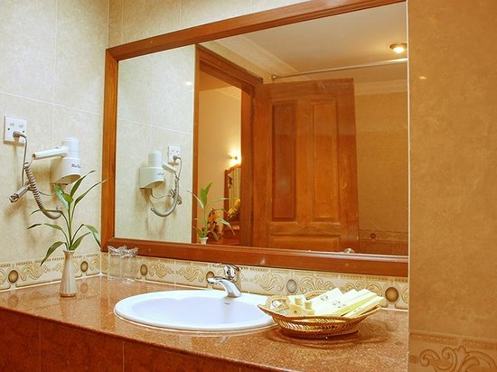 City Angkor Hotel: Bathroom