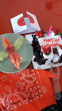 HARRIS Hotel Batam Center: Surprise birthday cake!! Awesome!