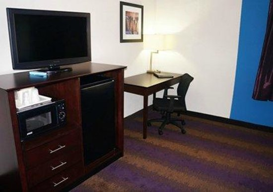 Quality Inn West End : Work Station, Flat Screen TV, Fridge & Mircowave in All Rooms
