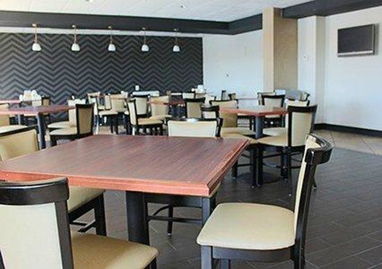Quality Inn West End: Breakfast & Banquet Room