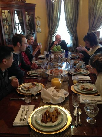 1896 O'Malley House Bed and Breakfast: Enjoy delicious, home cooked breakfasts, served on beautiful china