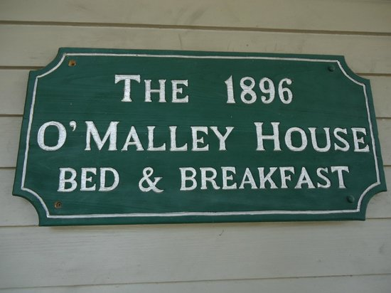 1896 O'Malley House Bed and Breakfast: You know you've arrived! This sign greets you on the front porch.