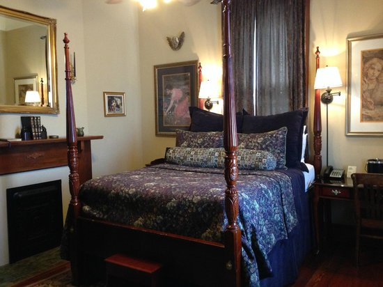 1896 O'Malley House Bed and Breakfast : Typical Room,each with a decorative fireplace (used to burn coal)