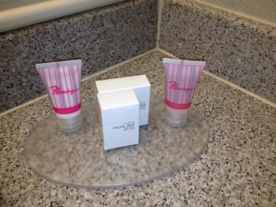 Flamingo Las Vegas Hotel & Casino: products in room