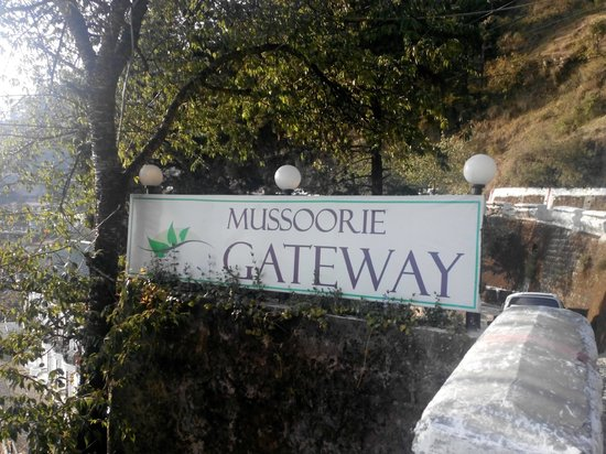 Mussoorie Gateway: Entry to Hotel from road