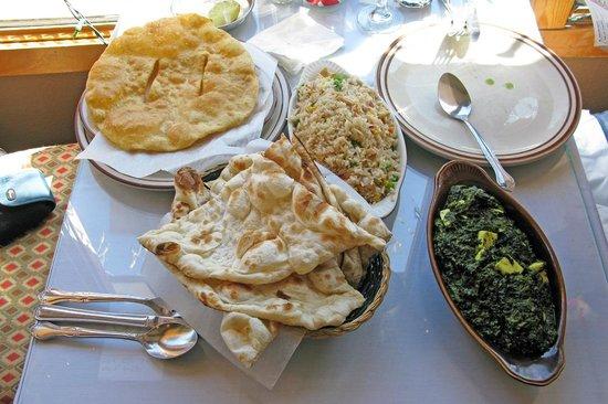 Himalayan Restaurant: Palak Paneer, Naans, fried rice and Tibetan bread