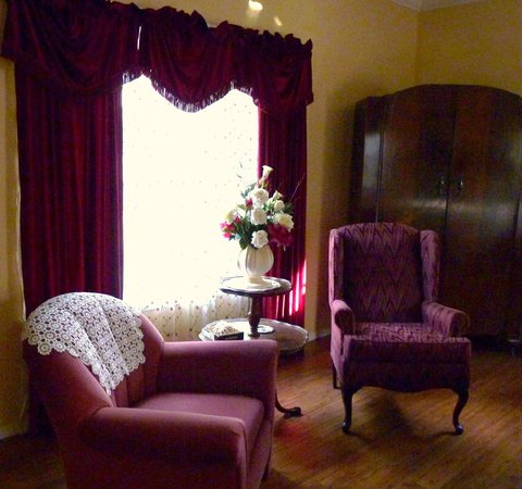 Whispering Firs Bed and Breakfast: Rose Room