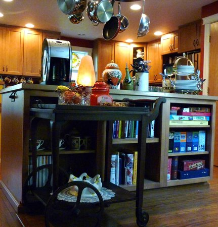 Whispering Firs Bed and Breakfast: Gourmet Kitchen