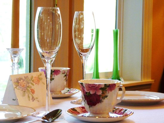 Whispering Firs Bed and Breakfast: Afternoon Tea