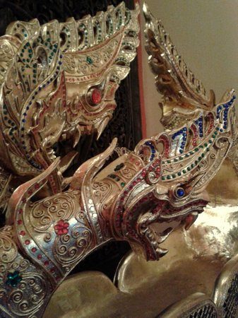 Chaba Thai: Dragon Head of the Boat